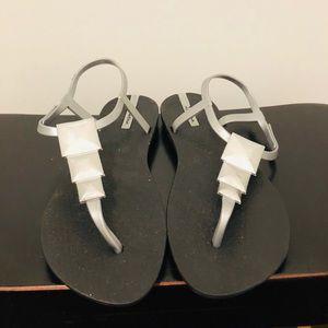 NWOT Ipanema Sandals 🌺